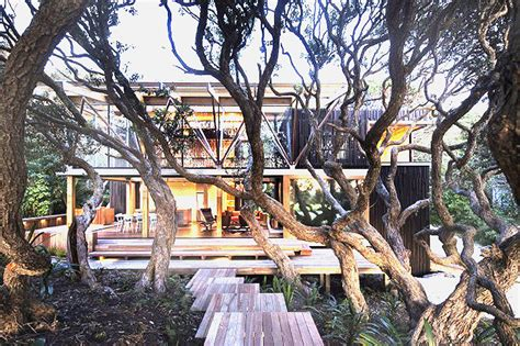 Simple Beach House Floor Plans by Glass Front Beach House Harmonizes With Indigenous