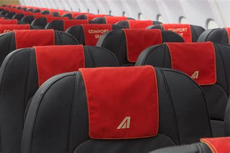interno aereo alitalia flotta alitalia interni rinnovati ma non basta per