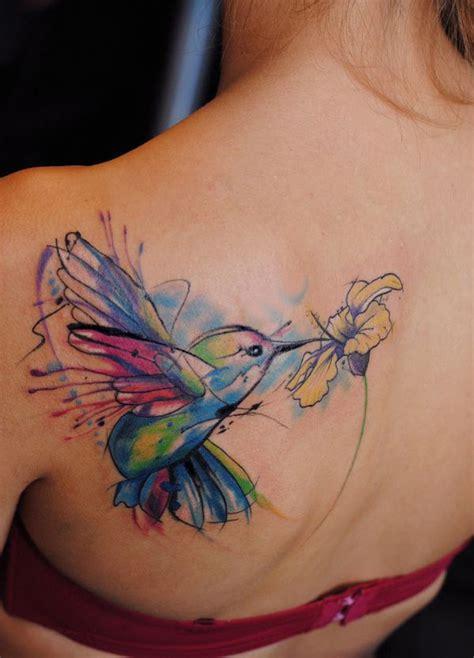 colibri y flor amarilla by aleksandra katsan tatuajes