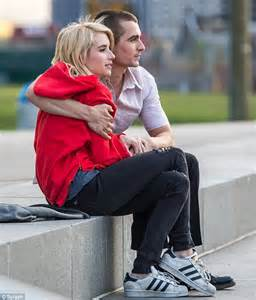 emma roberts tutti i film emma roberts and dave franco share passionate kiss on the