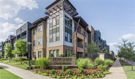 Appartments In Dallas by 4730 Fairmount Fox Corporate Housing Llc