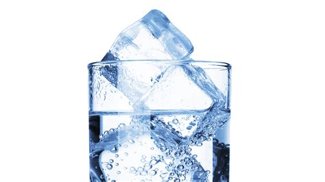 how do you a to stay avoid dehydration in the summer how much water is enough empowher s health