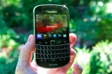 Soft Blackberry Dakota 9900 blackberry bold 9900 review bgr india