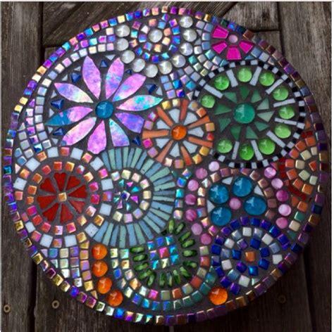 idea for tile art working best 25 mosaic stepping stones ideas on pinterest diy