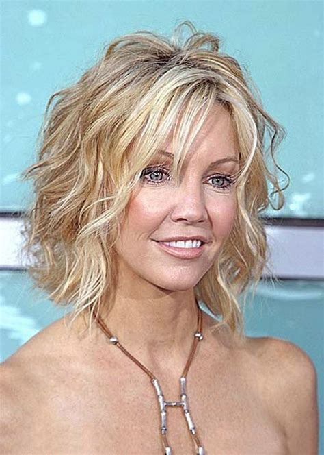 layered beachy medium length haircut medium hairstyles for thin wavy hair short shaggy bob
