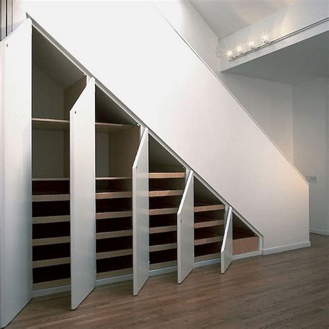 Under Stair Shelving | portes battantes sous escalier le kiosque am 233 nagement