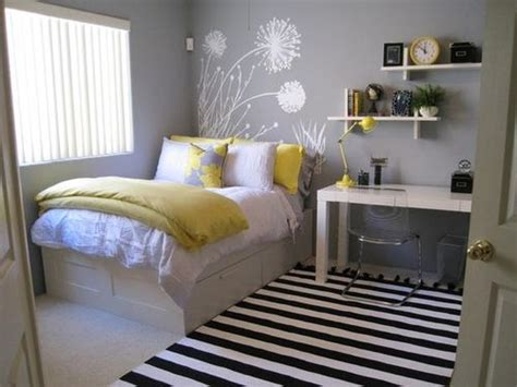 small bedroom arrangement 25 best ideas about small bedroom arrangement on