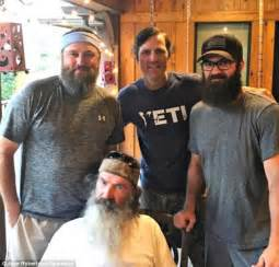 duck dynasty hair cut duck dynasty star shaves his beard for cleft lip charity
