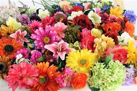fiori meno costosi fiori finti composizione di fiori finti