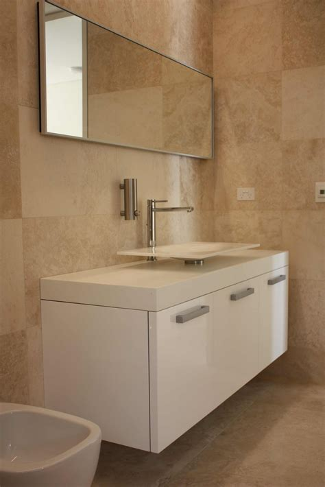 Bathroom Vanity Tile Ideas by Timeless Travertine Bathroom Classic Luxury Who Bathroom