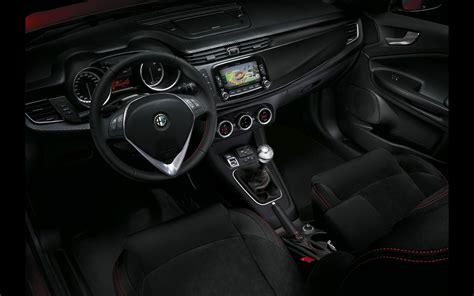 Alfa Romeo Giulietta Interior Pictures by Car Picker Alfa Romeo Giulietta Interior Images