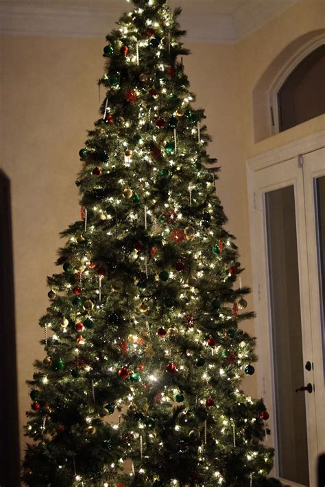 beautifully decorated christmas tree on a budget