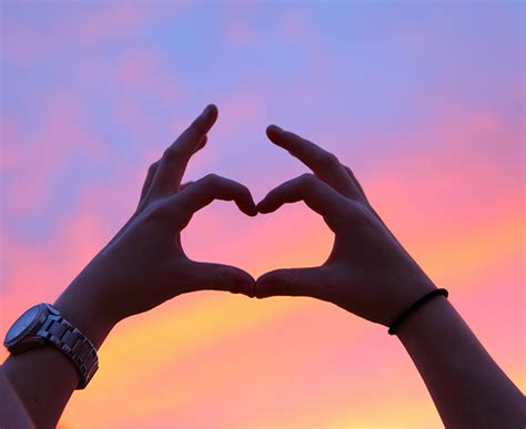 imagenes de i love you con las manos corazones dibujados con las manos