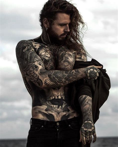 meet  man  tattooed  weight loss scars  changed  body