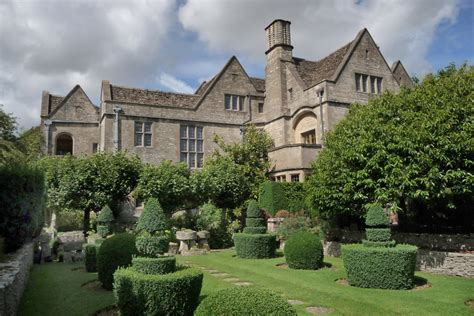 Cottage Garden China - rodmarton manor garden