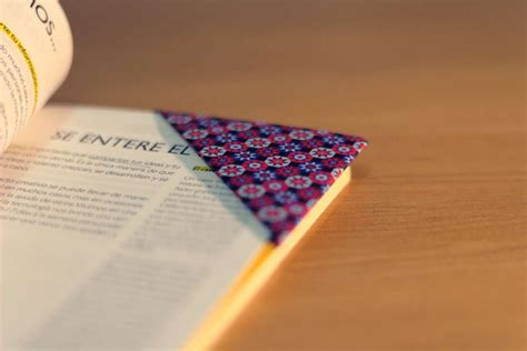 How To Make A Paper B - diy origami how to make a bookmark with paper