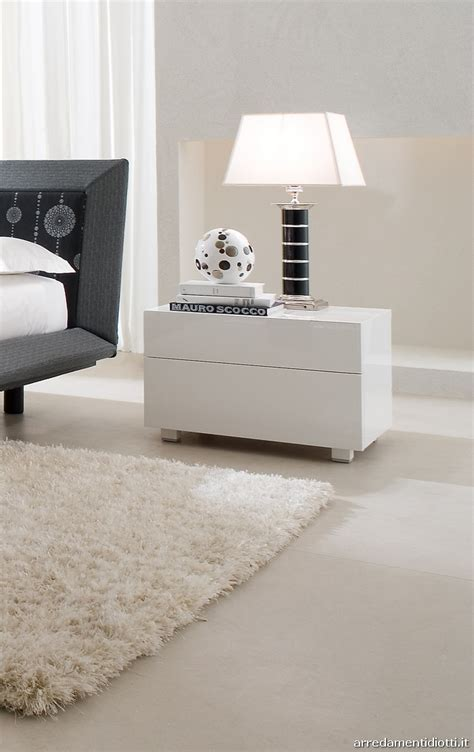 ladario da letto moderni comodini laccati bianchi gruppo letto con lavorazione a 45