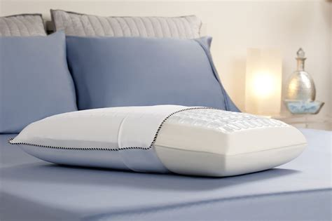 comfort revolution memory foam and hydraluxe gel standard bed pillow 246 0a the home depot comfort revolution cooling cubes hydraluxe gel memory