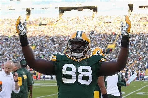How To Look Up Criminal Charges Packers Employee Reportedly Hassles Journalist Investigating Player S Criminal