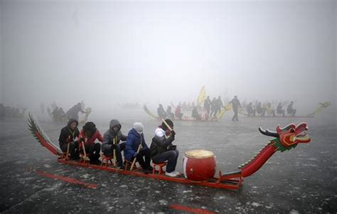 dragon boat on ice national ice dragon boat race fires in yinchuan china org cn