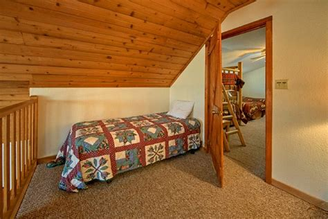 6 bedroom cabins in pigeon forge 6 bedroom cabin rental near pigeon forge sleeps 18