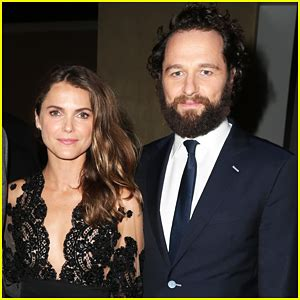 matthew rhys mom matthew rhys denies keri russell dating rumors to his mom