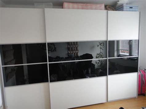 weißer kleiderschrank mit schiebetüren wohnzimmer welche farben