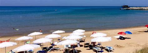 gargano appartamenti sul mare villette per vacanza sul mare a vieste cala azzurra nel