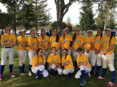 school softball team benicia fastpitch girls softball