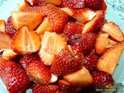 himmel und hölle kuchen mit johannisbeeren low carb rhabarber erdbeer kuchen mit mandel hanfmehl