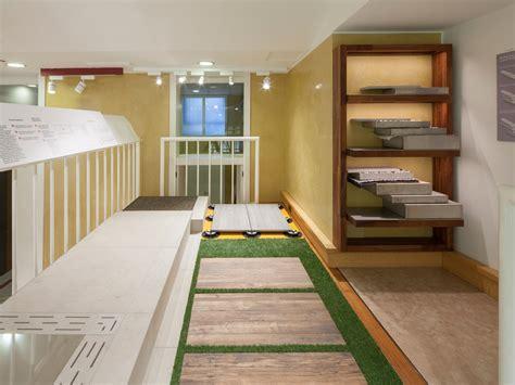 esposizione piastrelle refin studio showroom concept di piastrelle a
