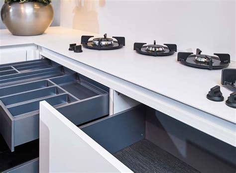 lade moderne design moderne hoekkeuken in mat zwart en mat wit db keukens