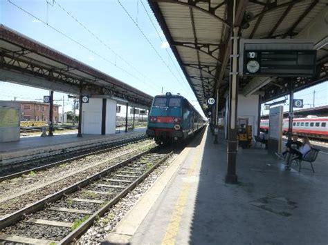 stazione di verona porta nuova veneto incendio alla stazione di verona treni in tilt