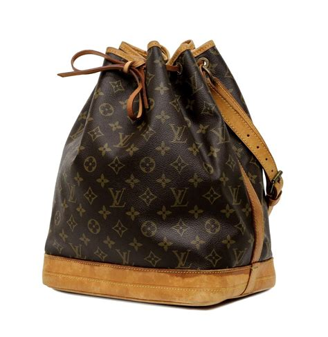 louis vuitton monogram noe drawstring bucket bag winter