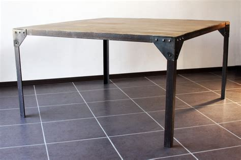 destockage table a manger table 224 manger industrielle acier et bois 140x140 destockage grossiste