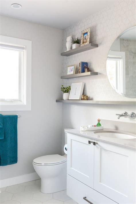 White Bathroom Decor by 17 Best Ideas About White Bathroom Decor On