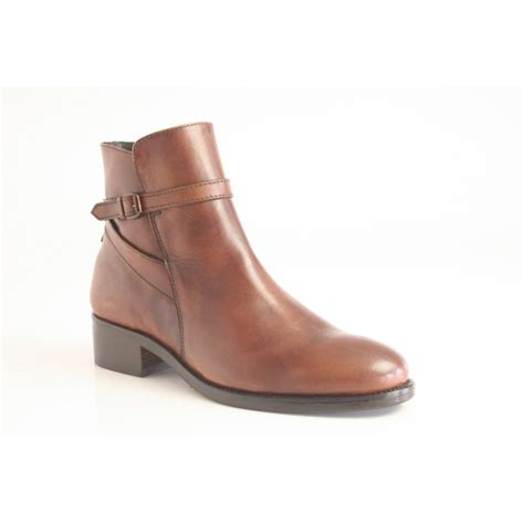 sandia ankle boot in caramel leather with