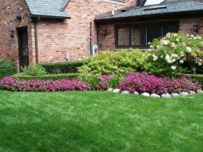 Free Backyard Landscaping Ideas Ideas Small Backyard Landscape With Dogs Free Design Decobizz