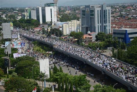 Mini 3 Di Makassar ribuan warga makassar gelar aksi damai 4 november republika