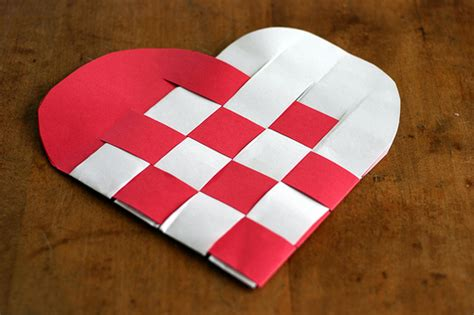 How To Make Woven Paper Hearts - splaneyo inexpensive kid crafts
