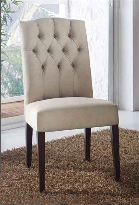silla tapizada de comedor en capitone artesanal de haya