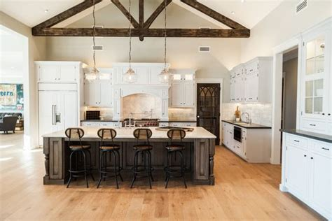 Friday Favorites: Farmhouse Kitchens   House of Hargrove