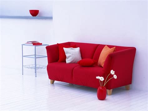 rotes sofa wohnzimmer ideen rotes sofa ins innendesign einbeziehen inspirierende