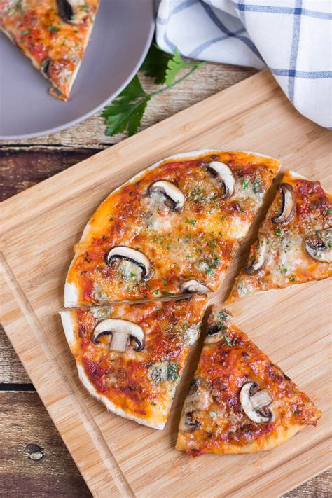mushroom blue cheese stovetop pizza how to make the tastiest stovetop pizza