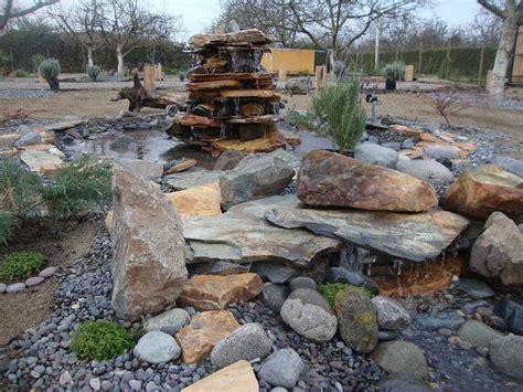 decoracion de jardin con piedras jardines con piedras decoracion fuentes ladrillos alberca