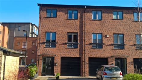 3 bedroom house for sale in leeds 3 bedroom town house for sale cable place leeds west