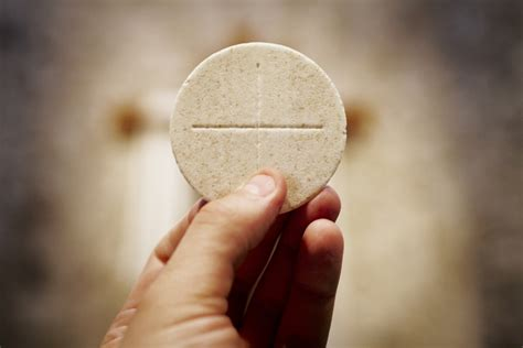 what is a eucharistic minister in the catholic church