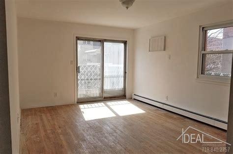 beautiful  bedroom apartment  astoria townhouse  rent  queens ny apartmentscom