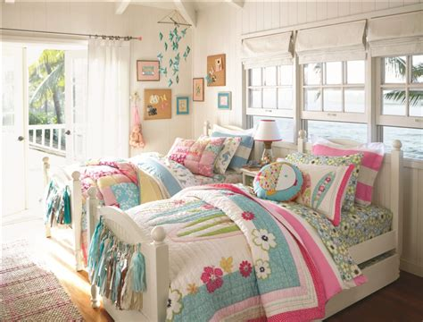 chambre d enfant com pottery barn bring home furnishings for children to