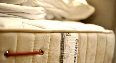 macchie materasso eliminare macchie e muffa dal materasso questioni di